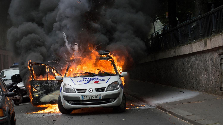 quatre questions pour comprendre le proc s de la voiture de police incendi e. Black Bedroom Furniture Sets. Home Design Ideas
