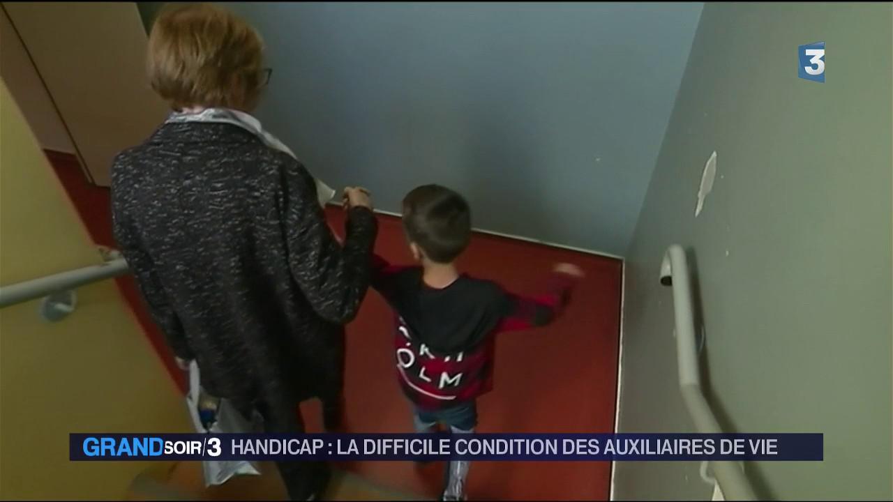 Handicap Les Auxiliaires De Vie Scolaire En Manque De Reconnaissance