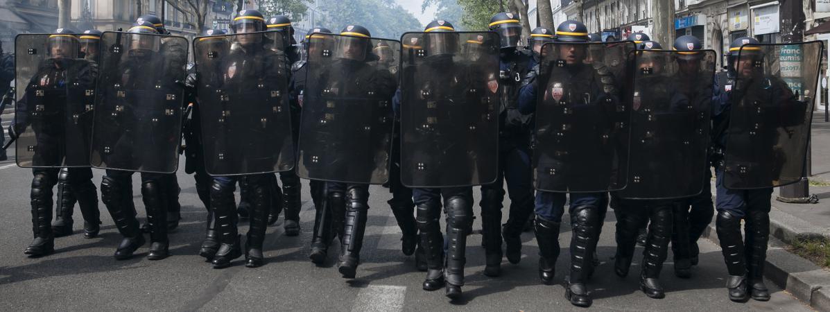 Des CRS lors d\'une manifestation à Paris le 1er mai 2017.