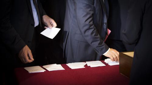 Sénatoriales : dans le Nord, les maires veulent punir Emmanuel Macron