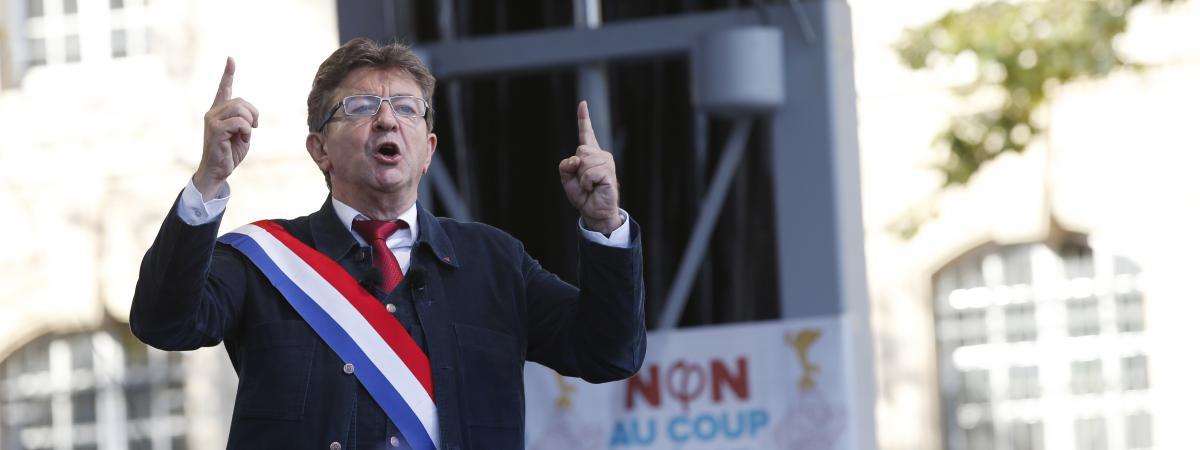 Jean-Luc Mélenchon s\'adresse à ses partisans lors d\'un discours à Paris, le 23 septembre 2017.