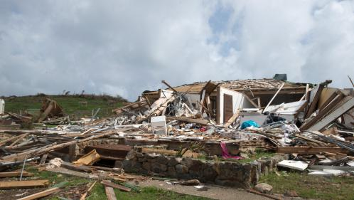Ouragan Irma : un mois après, les travaux de réparation suivent leur cours