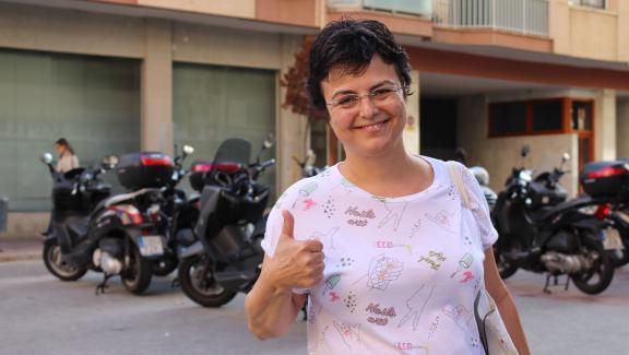 Rosa, une habitante pour l\'indépendance de la Catalogne, dans rues deL\'Hospitalet de Llobregat(Espagne), mercredi 27 septembre.