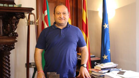 Le maire de Viladecans,Carles Ruiz Novella, dans sa mairie, le 29 septembre 2017.
