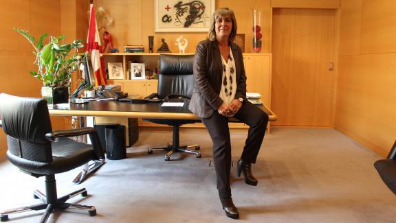 La maire deL\'Hospitalet de Llobregat, Nuria Marin, dans sa mairie, mercredi 27 septembre.