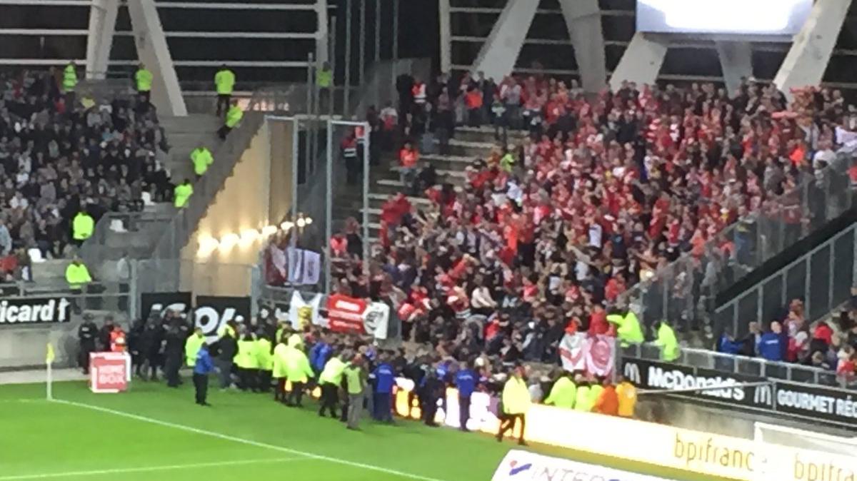Match amiens lille une dizaine de supporters bless s apr s un incident la rencontre est - Amiens lille coupe de france ...