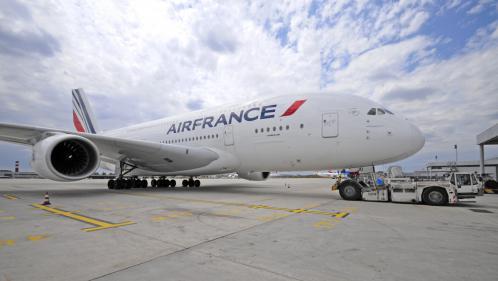 """Un A380 d'Air France reliant Paris à Los Angeles se pose au Canada après """"un grave dommage"""" sur un réacteur"""