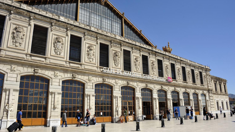 Gare En Mouvement Marseille : marseille deux femmes tu es par arme blanche la gare ~ Dailycaller-alerts.com Idées de Décoration