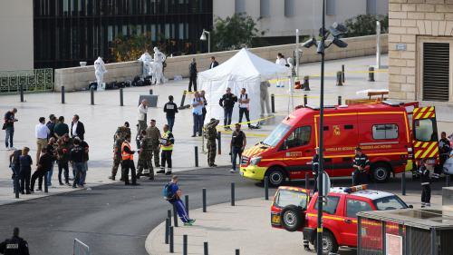 """VIDEO. """"L'assaillant était dans un coin, il était bizarre"""" : des témoins de l'attaque à Marseille racontent ce qu'ils ont vu"""