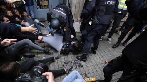 DIRECT. Référendum jugé illégal en Catalogne : au moins 38 personnes blessées par des charges de la police, selon les services d'urgence