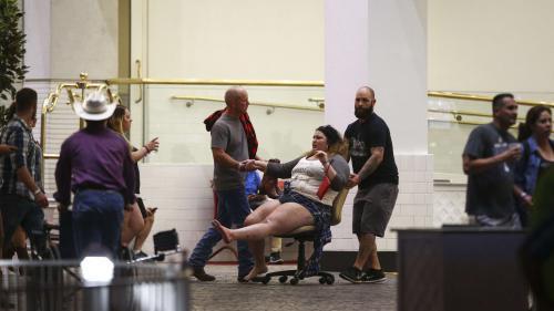 """VIDEO. """"Les gens tombaient les uns sur les autres"""" : le récit de la fusillade de Las Vegas"""