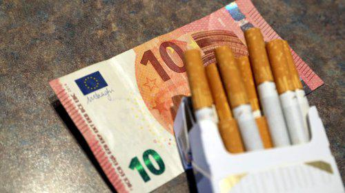 "Paquet de tabac à 10 euros : les buralistes craignent un ""appel d'air"" en Belgique"