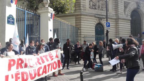 """""""Ils ont une école mais ils n'y vont pas"""" : l'amertume des recalés d'APB face aux étudiants qui désertent les amphis"""