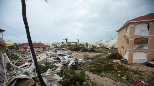 """""""C'est comme un deuil"""" : un mois après l'ouragan Irma, la difficile reconstruction des rescapés"""