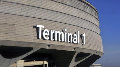 Près d'un tiers des vols annulés mardi en raison d'une grève des fonctionnaires