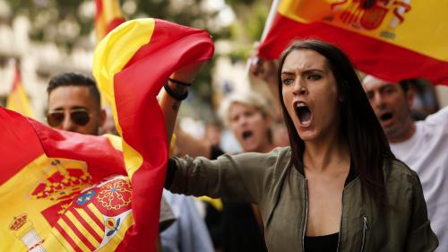 DIRECT. Les Espagnols descendent dans la rue, divisés sur l'indépendance de la Catalogne