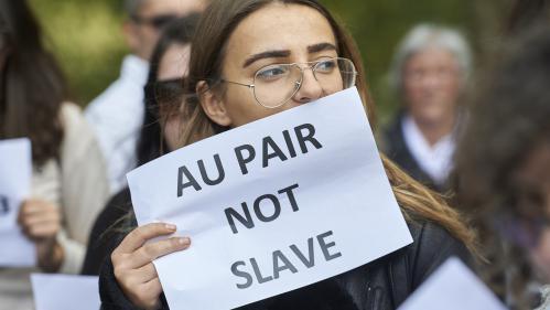 """""""Au pair ne signifie pas esclave"""": des jeunes filles au pair réunies à Londres pour rendre hommage à Sophie Lionnet"""