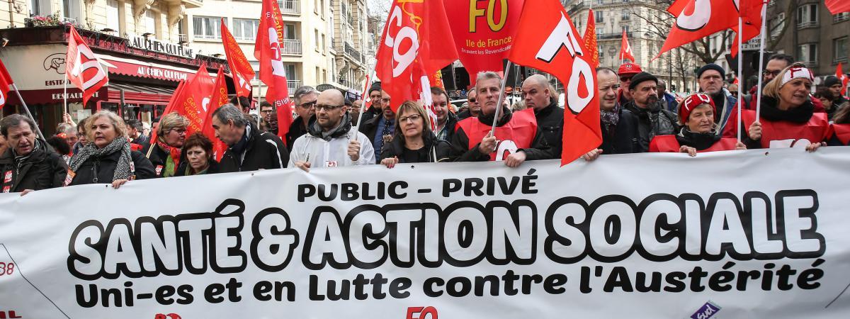 Lors d\'une manifestation des agents de la fonction publique territoriale, le 7 mars 2017, à Paris.