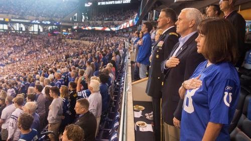 VIDEOS. Etats-Unis : le vice-président Mike Pence quitte un match de football après des protestations de joueurs
