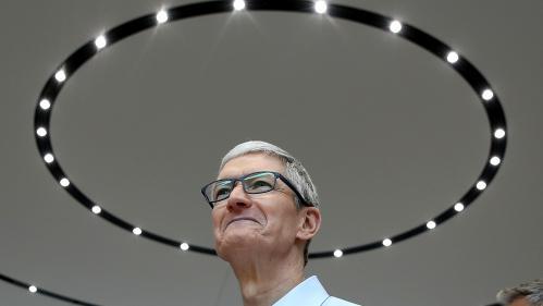 Le PDG d'Apple, Tim Cook, en visite surprise à Caen avant de rencontrer Emmanuel Macron
