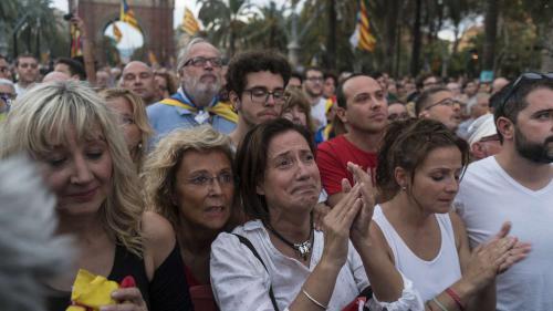 VIDEO. Référendum en Catalogne : les indépendantistes euphoriques... puis déçus par le discours de Puigdemont