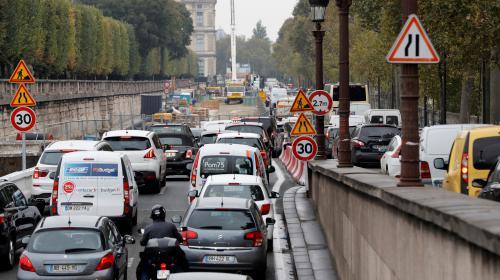 INFO FRANCEINFO. La mairie de Paris souhaite interdire les voitures à essence à partir de 2030