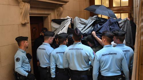 Voiture de police incendiée à Paris : des peines allant d'un an à sept ans de prison ferme, deux relaxes