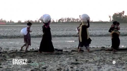"""VIDEO. """"Rohingyas : les damnés de Birmanie"""", le reportage d'""""Envoyé spécial"""" récompensé par le prix Bayeux des correspondants de guerre"""