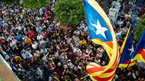 Indépendance, mise sous tutelle ou Espagne fédérale : quels scénarios pour l'avenir de la Catalogne ?