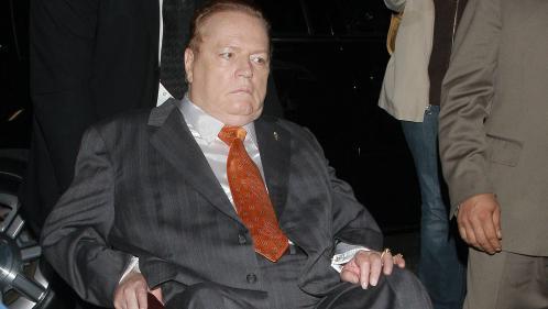 Le roi du porno Larry Flint offre 10 millions de dollars pour destituer Donald Trump