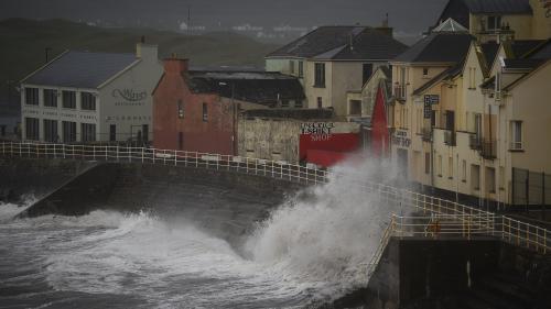 Tempête Ophelia: au moins trois morts et 360 000 foyers privés d'électricité en Irlande