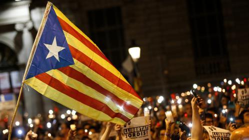 Catalogne : des milliers de personnes manifestent contre l'incarcération de deux indépendantistes