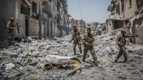 """""""Les balles sifflaient au-dessus de ma tête"""" : la bataille de Raqqa racontée par des photojournalistes"""