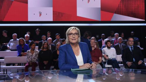 "VIDEO. Marine Le Pen justifie son augmentation : ""J'avais besoin de 2 000 euros de plus par mois"""
