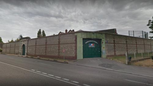 Eure : deux adolescents jettent escalopes et rhum par-dessus le mur de la prison d'Evreux et se retrouvent en garde à vue