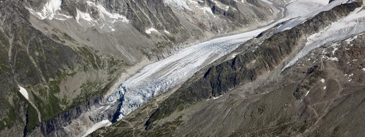 Une vue aériennedu glacier d\'Argentière,en Haute-Savoie, le 24 avril 2017.