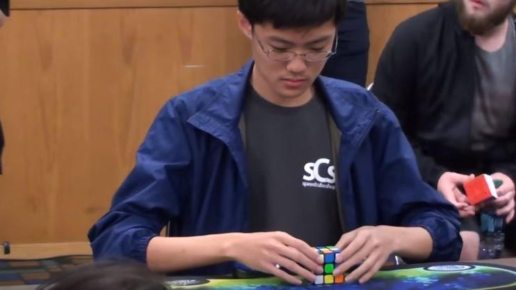 video  un cor u00e9en bat le record du monde de rubik u0026 39 s cube