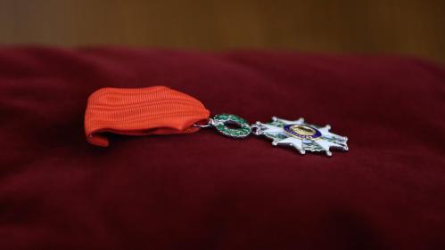 QUIZ. Le père de Cyril Hanouna, le tailleur de Nicolas Sarkozy… Ces personnalités ont-elles été décorées de la Légion d'honneur ?