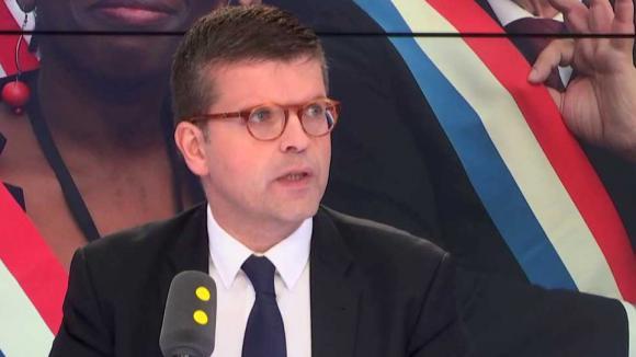 Luc Carvounas, député PS du Val-de-Marne, était l\'invité de franceinfo.