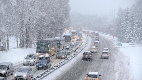 Chutes, déneigement et remboursements : cinq questions pas si bêtes sur la neige et le verglas