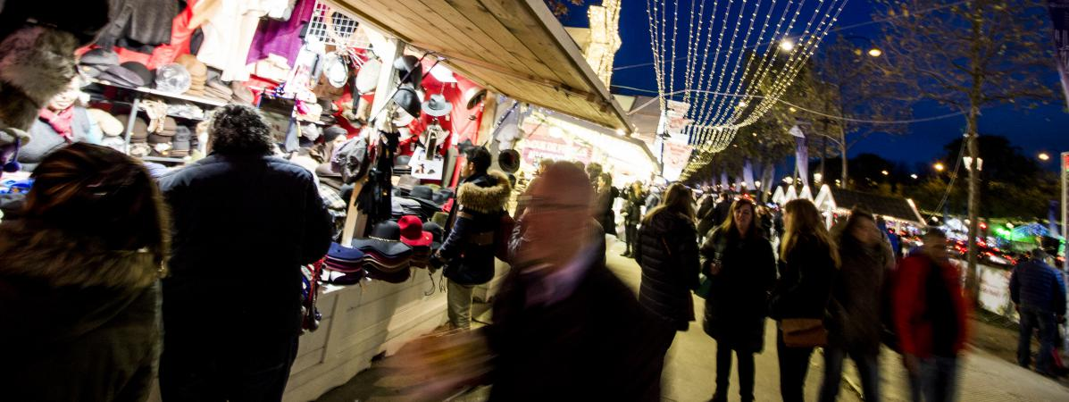 marché de noel champs elysées 2018 avis Paris : les pires souvenirs du marché de Noël sur les Champs Elysées marché de noel champs elysées 2018 avis