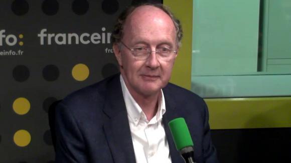 VIDÉO - Quand Nicolas Dupont-Aignan exauce le voeu d'une de ses fans