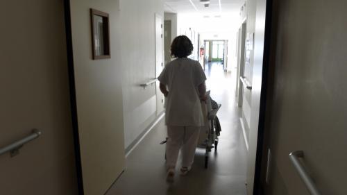 VIDEO. Maisons de retraite : dans le quotidien des soignants
