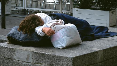 """De plus en plus de femmes sans-abri à Paris: """"Quand ça s'impose à toi, tu n'y peux rien"""""""