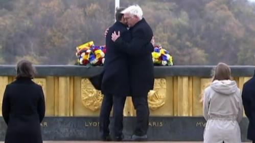 VIDEO. L'accolade des présidents français et allemand devant l'historial de la Grande Guerre