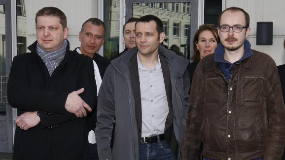 Les lanceurs d'alerte des Luxeaks Antoine Deltour (à droite)&ampnbsp et Raphaël Halet (à gauche) ont été condamnés à des peines allégées le 15 mars. Le journaliste Edouard Perrin a été acquitté. Le procès en cassation a lieu le 23 novembre à Luxembourg.