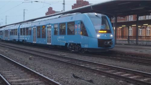 """Alstom livre les 14 premiers trains à hydrogène en Allemagne : """"Une alternative au diesel qui va décarboniser le transport"""""""