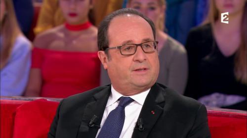 """VIDEO. """"Je reste attentif à tout"""", déclare François Hollande six mois après avoir quitté l'Elysée"""