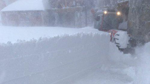 Savoie : il est tombé un mètre de neige en une nuit sur le glacier de Tignes