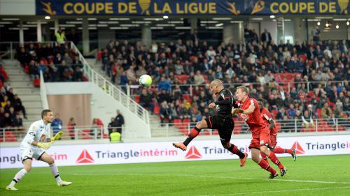 """Foot : le match Dijon-Troyes, menacé par un mystérieux """"commando"""", sous surveillance policière renforcée Nouvel Ordre Mondial, Nouvel Ordre Mondial Actualit�, Nouvel Ordre Mondial illuminati"""